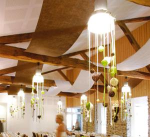 Telas decorativas revista fiestafacil - Cama con techo de tela ...